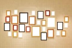 Γκαλερί τέχνης φωτογραφιών στον τοίχο στοκ φωτογραφία με δικαίωμα ελεύθερης χρήσης