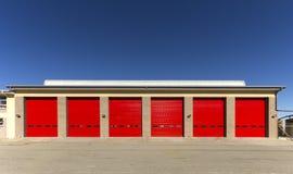 γκαράζ πορτών βιομηχανικό Στοκ εικόνες με δικαίωμα ελεύθερης χρήσης