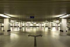 Γκαράζ χώρων στάθμευσης Στοκ εικόνα με δικαίωμα ελεύθερης χρήσης
