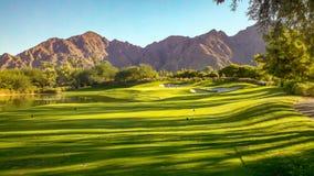 Γκολφ και βουνά ερήμων σε νότια Καλιφόρνια Στοκ Φωτογραφίες