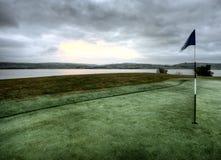 Γκολφ πράσινο και σημαία Στοκ Εικόνες