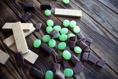 Γκοφρέτα καραμελών σοκολάτας και μέτρηση της ταινίας Στοκ Φωτογραφίες