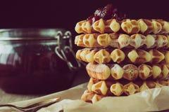 Γκοφρέτες με τη μαρμελάδα φραουλών Στοκ Φωτογραφίες