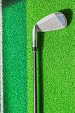 Γκολφ κλαμπ στη χλόη Στοκ φωτογραφία με δικαίωμα ελεύθερης χρήσης