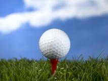 γκολφ σφαιρών που χτυπά την κίνηση σιδήρου Στοκ Εικόνες