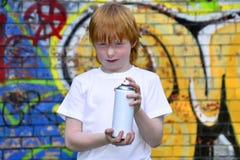 γκράφιτι αγοριών στοκ εικόνες με δικαίωμα ελεύθερης χρήσης