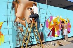 Γκράφιτι ζωγράφων κατά τη διάρκεια του φεστιβάλ Thess τέχνης οδών Στοκ Φωτογραφία