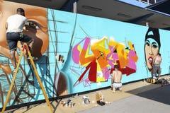 Γκράφιτι ζωγράφων κατά τη διάρκεια του φεστιβάλ Thess τέχνης οδών Στοκ εικόνες με δικαίωμα ελεύθερης χρήσης