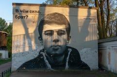 Γκράφιτι με ένα πορτρέτο Sergei Bodrov Κοντά στο Αλέξανδρο Nevsky Lavra στοκ εικόνα