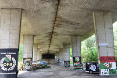 Γκράφιτι που δημιουργούνται ενδιαφέροντα από τους ανεμιστήρες της λέσχης ποδοσφαίρου Legia Βαρσοβία στοκ εικόνες