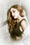 Γκράφιτι. Ρομαντικό κορίτσι ομορφιάς υπαίθριο. Όμορφο εφηβικό πρότυπο Στοκ Εικόνες