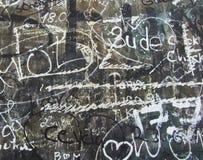 Γκράφιτι σε μια κινηματογράφηση σε πρώτο πλάνο τοίχων στοκ εικόνα με δικαίωμα ελεύθερης χρήσης