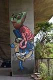 Γκράφιτι το ανθρωπόμορφο chamelion, που δημιουργείται με από τους ανεμιστήρες της λέσχης ποδοσφαίρου Legia Βαρσοβία στοκ εικόνες με δικαίωμα ελεύθερης χρήσης