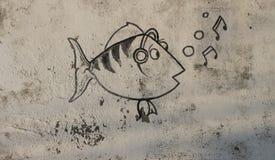 Γκράφιτι των αστείων ψαριών τραγουδιού στον τοίχο Στοκ φωτογραφία με δικαίωμα ελεύθερης χρήσης