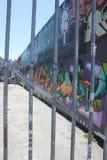 Γκράφιτι χρωμάτων ψεκασμού στην αλέα Στοκ Φωτογραφία
