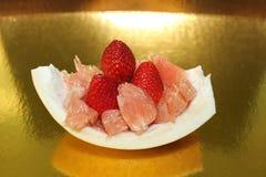 Γκρέιπφρουτ και φράουλες φαντασίας φρούτων Στοκ φωτογραφία με δικαίωμα ελεύθερης χρήσης