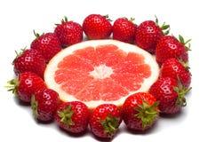 Γκρέιπφρουτ και φράουλες Στοκ Εικόνες