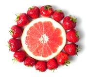 Γκρέιπφρουτ με τις φράουλες Στοκ φωτογραφίες με δικαίωμα ελεύθερης χρήσης