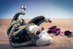 γκρίζα απομονωμένη μάσκα καρναβαλιού Έννοια διακοσμήσεων θεάτρων Στοκ φωτογραφίες με δικαίωμα ελεύθερης χρήσης