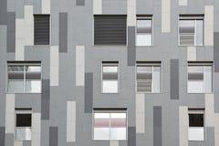 Γκρίζα γεωμετρική πρόσοψη αφηρημένη ανασκόπηση αρχιτεκτονικής Στοκ Εικόνα