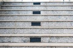 Γκρίζα μαρμάρινη σκάλα με τους κεντρικούς εξαεριστήρες Στοκ εικόνα με δικαίωμα ελεύθερης χρήσης