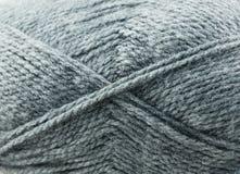 Γκρίζα νήματα για το πλέξιμο Στοκ Εικόνες