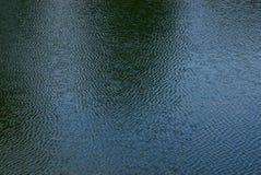 Γκρίζα πράσινη σύσταση του νερού και των κυμάτων στη λίμνη στοκ εικόνα με δικαίωμα ελεύθερης χρήσης