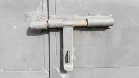Γκρίζα πόρτα κλειδαριών στοκ φωτογραφίες