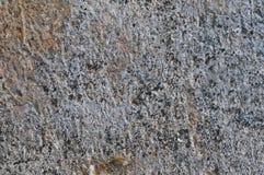 Γκρίζα χονδροειδής συγκεκριμένη πέτρινη σύσταση τοίχων, οριζόντιος μακρο αγροτικός κατασκευασμένος βρώμικος ay κινηματογραφήσεων  στοκ φωτογραφία