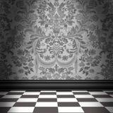Γκρίζα Damask ταπετσαρία με το γκρίζο & άσπρο Checkerboard πάτωμα κεραμιδιών Στοκ φωτογραφία με δικαίωμα ελεύθερης χρήσης
