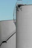 γκρίζες δεξαμενές πετρελαίου Στοκ Φωτογραφίες