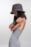 γκρίζες νεολαίες γυναικών βλαστών μόδας φορεμάτων Στοκ φωτογραφία με δικαίωμα ελεύθερης χρήσης