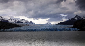 Γκρίζοι λίμνη και παγετώνας, Torres del Paine, Χιλή Στοκ εικόνα με δικαίωμα ελεύθερης χρήσης