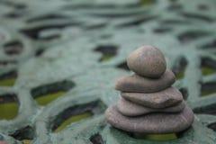 Γκρίζοι βράχοι του ποταμού στοκ εικόνα