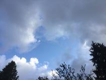 Γκρίζος ερχομός σύννεφων θύελλας στοκ φωτογραφία
