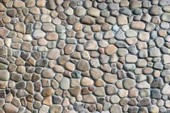 Γκρίζος και καφετής τοίχος πετρών χαλικιών Στοκ φωτογραφία με δικαίωμα ελεύθερης χρήσης