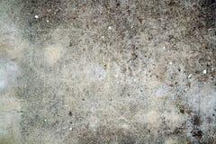 Γκρίζος κατασκευασμένος τοίχος με τους σκοτεινούς λεκέδες Στοκ Φωτογραφία