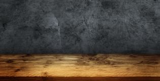 Γκρίζος συμπαγής τοίχος με τον ξύλινο πίνακα Στοκ Φωτογραφία
