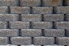 γκρίζος τοίχος από τα σκοτεινά τούβλα Στοκ Εικόνες