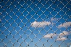 Γκρίζος φράκτης συνδέσεων αλυσίδων Στοκ φωτογραφίες με δικαίωμα ελεύθερης χρήσης