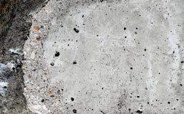 Γκρίζος χαλασμένος συμπαγής τοίχος Στοκ φωτογραφία με δικαίωμα ελεύθερης χρήσης