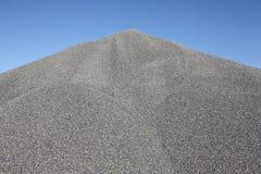 γκρίζο ανάχωμα αμμοχάλικ&omicro Στοκ φωτογραφίες με δικαίωμα ελεύθερης χρήσης