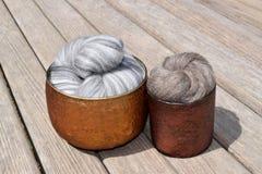 Γκρίζο διαφοροποιημένο μερινός μαλλί προβάτων Στοκ εικόνα με δικαίωμα ελεύθερης χρήσης