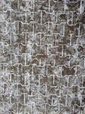 γκρίζο πεζοδρόμιο κύβων που ψεκάζεται με το χιόνι Στοκ Φωτογραφίες