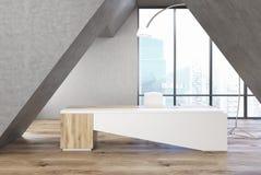 Γκρίζο τριγωνικό γραφείο, άσπρος πίνακας ελεύθερη απεικόνιση δικαιώματος