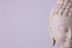 γκρίζο statuette του Βούδα ανασ&kap Στοκ Εικόνα