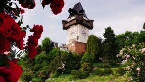 Γκραζ, Αυστρία, τον Ιούνιο του 2017: Αρχαίος πύργος ρολογιών Κοντά σε το περίπατος τουριστών Μια από την έλξη της πόλης του Γκραζ απόθεμα βίντεο