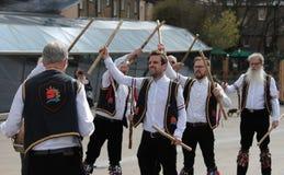 ΓΚΡΗΝΟΥΙΤΣ, ΛΟΝΔΙΝΟ, UK - 13 ΜΑΡΤΊΟΥ: Χορευτές αγγλικό Πάσχα ατόμων Morris Blackheath την Κυριακή 13 Μαρτίου 2016 στο Γκρήνουιτς  Στοκ εικόνες με δικαίωμα ελεύθερης χρήσης
