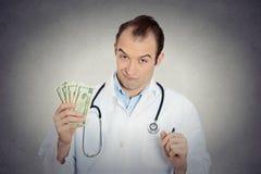Γκρινιάρικα άπληστα φιλάργυρα χρήματα εκμετάλλευσης υγειονομικής περίθαλψης επαγγελματικά Στοκ φωτογραφία με δικαίωμα ελεύθερης χρήσης