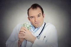 Γκρινιάρικα άπληστα φιλάργυρα χρήματα εκμετάλλευσης υγειονομικής περίθαλψης επαγγελματικά Στοκ Εικόνες